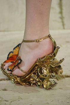 McQueen heels- a gilded monarch