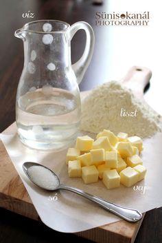 Sünis kanál: Gyors leveles tészta Pasta Recipes, Bread Recipes, Bread Rolls, Sweet Cakes, Croissant, Muffin, Sweets, Drinks, Kitchen
