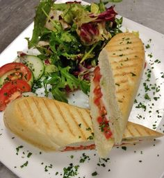 Cup&Cino in Salzburg; Panino with vegan mozzarella Vegan Food, Vegan Recipes, Vegan Mozzarella, Salzburg, Quick Meals, Restaurant, Cheese, Breakfast, Ethnic Recipes