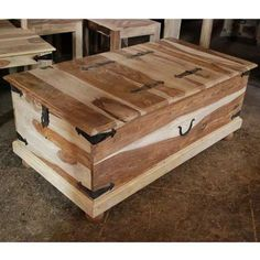 Love this as a blanket chest/coffee table Wooden Crate Coffee Table, Diy Coffee Table, Diy Table, Chest Furniture, Wood Furniture, Diy Toy Box, Toy Boxes, Wood Chest, Blanket Chest