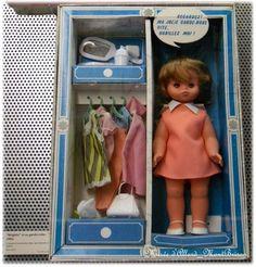 Dolly, mannequin de ... Musée d'Allard Montbrison_GéGé Doll Toys, Dolls, Vintage, Baby Dolls, Walk In Wardrobe, Vintage Dolls, Casket, Toys, Childhood