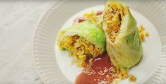 vegane Wirsingröllchen  - Sieh dir das Video-Rezept zu Wirsingröllchen mit Quinoa, Walnüssen und Rotkohlsud der Techniker an! Quinoa, Cabbage, Tacos, Mexican, Vegetables, Ethnic Recipes, Vegane Rezepte, Napa Cabbage, Food Food