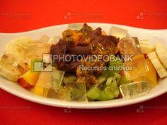 Açaí e ágar-ágar salada de frutas   PHOTOVIDEOBANK açaí e ágar-ágar salada de frutas, imagem de sobremesa com gelatina de algas marinhas agar culinária japonesa comida sobremesas.