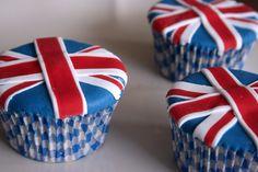 Ingland cupcakes uploaded by Helma Vanessa on We Heart It Themed Cupcakes, Fun Cupcakes, Cupcake Cookies, Beautiful Cakes, Amazing Cakes, British Themed Parties, Fondant, London Party, Cupcake Heaven