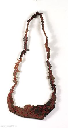 Sachiyo Higaki -- necklace 2010, wood, thread  -- Germany, Idar-Oberstein, Fachhochschule Trier