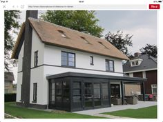 meer de hoogte in, meer inhoud, twijfel aan model Facade House, House Roof, Villa Design, House Design, House Extension Design, Tin House, Mansions Homes, Build Your Dream Home, House Extensions
