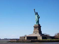 New York Reisgids Hotspots - Waar moet je echt heen? Statue Of Liberty, New York City, Travel, America, Liberty Statue, Viajes, New York, Destinations, Traveling