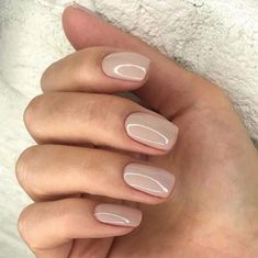 The advantage of the gel is that it allows you to enjoy your French manicure for a long time. There are four different ways to make a French manicure on gel nails. Cute Pink Nails, Purple Nails, Pretty Nails, Neutral Nails, Nude Nails, Coffin Nails, Hair And Nails, My Nails, Manicure