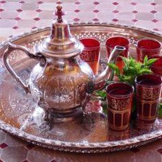 Marokkaanse zilveren oude Dienbladen, Theepotten & Suikerpotten Kettle, Tea Pots, Kitchen Appliances, Pottery, Tableware, Glass, Homeland, Morocco, Hacks