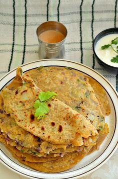Punjabi Alu Paratha - Step by Step recipe – The Veggie Indian Veggie Recipes, Indian Food Recipes, Asian Recipes, Vegetarian Recipes, Cooking Recipes, Indian Snacks, Potato Recipes, Alu Paratha, Indian Flat Bread