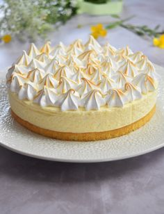 Lemon meringue cloud cake – New Cake Ideas Lemon Meringue Cheesecake, Cheesecake Recipes, Cakes Originales, Cloud Cake, Snack Recipes, Dessert Recipes, New Cake, Pumpkin Spice Cupcakes, Food Cakes