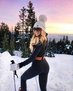 Ideas to go blonde – long warm balayage - Hair Style Ski Fashion, Winter Fashion, Fashion Outfits, Fashion Ideas, Caroline Einhoff, Mode Au Ski, Blonde Wavy Hair, Icy Blonde, Bright Blonde