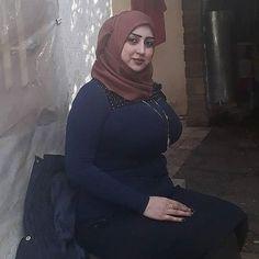 Arab Girls Hijab, Girl Hijab, Muslim Girls, Beautiful Arab Women, Beautiful Hijab, Beautiful Indian Actress, Iranian Women Fashion, Curvy Women Fashion, Arabian Beauty Women