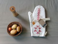 I'm in love with this 'Nomadic Kitchen Oven Mitt'   By Yaansoon... must have!!! @yaansoon #boho #tribal #handmade #etsy