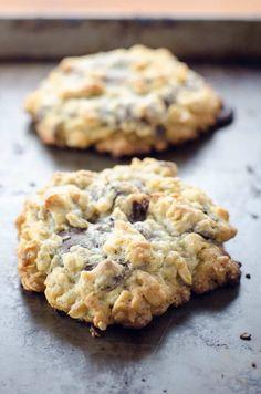 Neiman Marcus Cookie Recipe, Neiman Marcus Cookies, Neiman Marcus Dip, Just Desserts, Delicious Desserts, Dessert Recipes, Yummy Food, Gourmet Cookies, Yummy Cookies