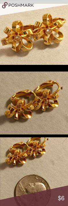 Vintage clip on gold earrings Great condition Vintage Jewelry Earrings