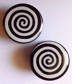 1 Pair of 10 mm (00 gauge) Spiral / Swirl Acrylic Plugs