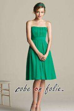 43b3a8d5207 Robe de cortège pour jeune femme en mousseline vert bustier et jupe plissé  très chic Robe