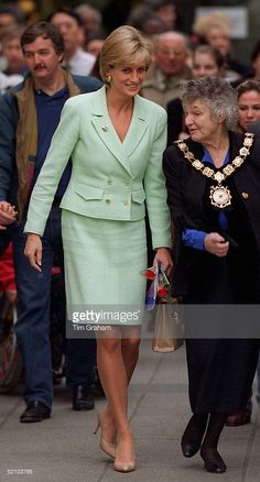 Diana , Princess Of Wales, Opening The New Renal Unit At Great Ormond Street Hospital, London. The Visit Is Also To Celebrate The Variety Club's Gold Heart Day On Valentine's Day And The Hospital Also Celbrates It's 145th Anniversary. Diana's Suit Is By Fashion Designers Chanel.