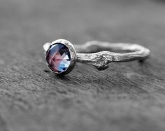 Twig Alexandrite Ring in Sterling Silver by Claudette Treasures www.etsy.com/it/listing/263589452/anello-ramoscello-in-argento-925-con