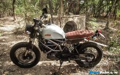 Cafe Nomads have modified a KTM Duke 200 to give it a scrambler look and has named it the 'Street Tracker' Ktm Duke 200, Brat Cafe, Street Tracker, Scrambler, Custom Bikes, Cafe Racers, Motorbikes, Nerdy, Naked