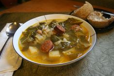 I grew up on caldo. ♥ A traditional favorite Portuguese soup with kale, collard greens, potatoes & chourico Read Recipe by Portuguese Kale Soup, Portuguese Recipes, Soup Recipes, Cooking Recipes, Healthy Recipes, Chili Recipes, Recipies, Collard Greens, Cabbage Soup