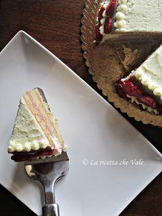 Torta Valentina - Mud cake al cioccolato bianco con cremoso di fragole e mousse al mascarpone e cioccolato bianco