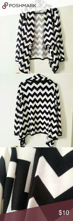 🔴$5 If Bundled🔴Black/ White Chevron Cardigan Med This cardigan is in excellent used condition, only worn once,  size Medium, from a smoke-free home! Sweaters Cardigans