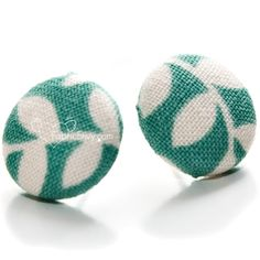 How to Make Fabric Button Earrings by Fabric Envy (includes lot's of idea's for jewelry to!)