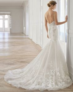 Wedding Dress EMOCION by Aire Barcelona - Search our photo gallery for pictures of wedding dresses by Aire Barcelona. Find the perfect dress with recent Aire Barcelona photos. Wedding Dress Pictures, Pink Wedding Dresses, Wedding Gowns, Aire Barcelona Wedding Dresses, Wedding Dresses Pinterest, Gown Photos, Dress Out, Everyday Dresses, Perfect Wedding Dress