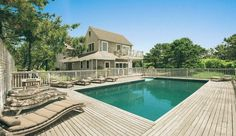 Most Famous Celebrity Homes Scarlett Johanssons luxury home hamptons pool Most Famous Celebrity Homes   Scarlett Johanssons Mansion at the Hamptons