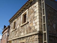 Casa Calcita. Casa tradicional de piedra como su propio nombre indica.