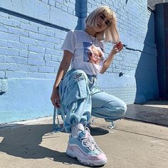 fashion urban streetstyle sneakers style streetwear Source by giannabellabert fashion urban Teen Fashion Outfits, Edgy Outfits, Cute Casual Outfits, Mode Outfits, Urban Outfits, Retro Outfits, Girl Outfits, Casual Ootd, Aesthetic Fashion