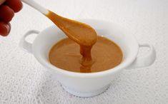 La pasta di nocciole è una preparazione di base fondamentale per la buona riuscita di molti dessert.