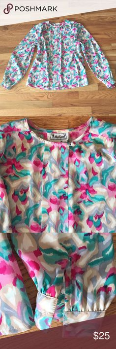 Vintage blouse This is such a great blouse .  I love the pattern and the full sleeves and little buttons at the cuff.adorable!  it's got a really cute pleat  right in the middle the material is 100% polyester and the brand is notations and it's a size 10...Great flowers for spring summer 2018 Notations Tops Blouses