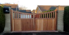 Classic Wooden Gates elektrisch Classic Wooden Gates - The Urban Interior Wooden Gate Designs, Wooden Gates, Wooden Fence, Garden Fence Panels, Fence Gate, Diy Fence, Garden Fencing, Garden Gate, Front Gates