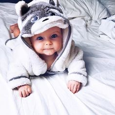 Baby clothes should be selected according to what? How to wash baby clothes? What should be considered when choosing baby clothes in shopping? Baby clothes should be selected according to … Cute Little Baby, Little Babies, Cute Babies, Chubby Babies, Pretty Baby, Fashion Kids, Foto Baby, Cute Baby Pictures, Everything Baby