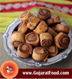 Bhakarwadi: A Popular Snack You Believe Is Maharashtrian Actually Belongs To Gujarat  #gujaratfood #gujaratitaste #gujjuinvention #Bhakarvadi #gujaratfooditem #onlinegujaratifood #onlinefarshan #onlinenamkeen #onlinesweets #onlinemithai  order from here :www.gujaratfood.com