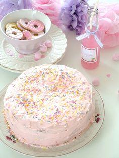 Pastel Desert (Cake, Drink, Cookies)