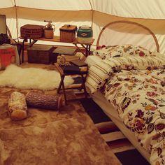 Genさんの、ベッド周り,無印良品,雑貨,レコード,DIY,ニトリ,アウトドア,レコードプレーヤー,キャンプ,CHUMS,Coleman,Nordisk,ノルディスク,木製サイドテーブル,グランピング,アスガルド,のお部屋写真 Wild Camp, Van Camping, Camping Stuff, Bell Tent, Camper Makeover, Glamping, Toddler Bed, Lounge, Room