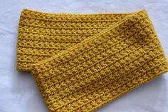 Cuello de lana a ganchillo color mostaza a punto estrella. Fall, Fashion, Wallets, How To Knit, Needlepoint, Fall Season, Moda, Autumn, Fashion Styles