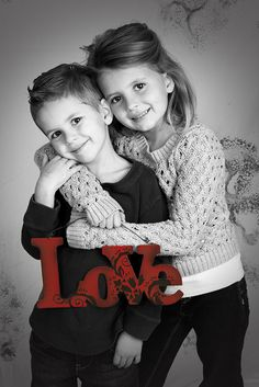 KIds photography Love, brother and sister hugging Sibling Photography Poses, Sibling Photos, Children Photography, Family Photography, Brother Sister Pictures, Sister Poses, Kid Poses, Family Picture Poses, Family Pictures