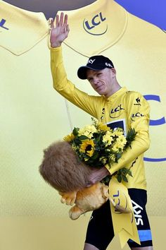 Chris Froome unexpectedly in yellow after stage 3