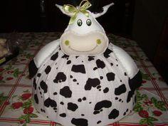 Cobre bolo de vaquinha, feito em tecido e feltro.
