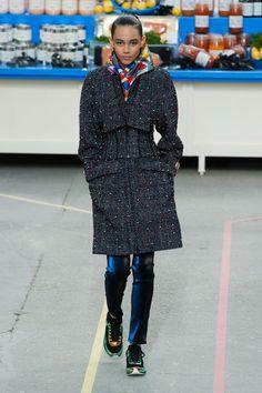 Płaszcze na jesień, Chanel jesień-zima 2014/2015, Paris Fashion Week, fot. Imaxtree