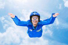 RipCord by iFly, das erste Skydiving-Erlebnis auf hoher See ist perfekt für alle, die schon immer einmal einen Fallschirmsprung wagen wollten. Ob Neuling oder erfahrener Fallschirmspringer, an Bord der Quantum of the Seas kann jeder den Nervenkitzel und den Rausch des in der Luft schwebens in einer sicheren Umgebung erleben.  #Skydiving #RoyalCaribbean
