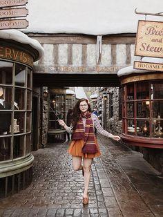 Harry Potter world universal studios Harry Potter Cosplay, Harry Potter Halloween, Harry Potter Outfits, Harry Potter Facts, Harry Potter Universal, Harry Potter World, Parque Do Harry Potter, Disney Universal Studios, Universal Orlando