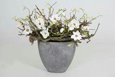 Luxe decoratie : Pot Naturel Withe H Vases Decor, Table Centerpieces, Flower Fashion, Faux Flowers, Ikebana, Fall Crafts, Interior Inspiration, Floral Arrangements, Interior Decorating