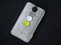 Dx4 - iPhone 5 sleeve mottled white wool felt and patent leather