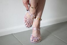 i-love-aesthetics jelly shoes Jelly Shoes, Jelly Sandals, Cute Shoes, Me Too Shoes, Plastic Sandals, Plastic Shoes, Magic Shoes, Love Aesthetics, Ballet Shoes
